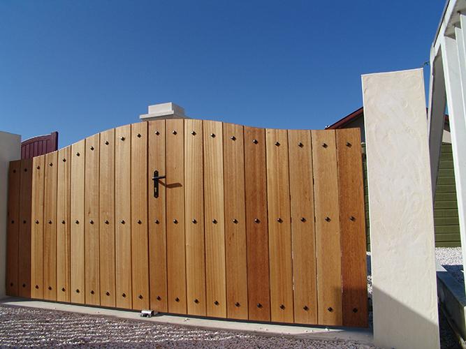 renover un portail en bois renover un portail en bois cheap latest les pices sont les conseils. Black Bedroom Furniture Sets. Home Design Ideas